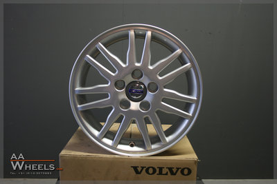 4x Volvo 15 inch originele velgen V50 C30 C70 S40 S60 V40 V70 8665463
