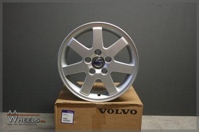 4x Volvo 15 inch originele velgen V50 C30 C70 S40 S60 V40 V70 30615589